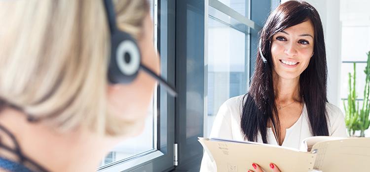 Mitarbeiterinnen der Deutschen Stammzellspenderdatei im Gespräch