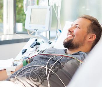Stammzellspender bei der Entnahme von Stammzellen aus dem peripheren Blut